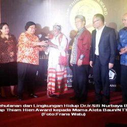 Aleta Baun, Wanita NTT Raih Yap Thiam Hien Award 2016
