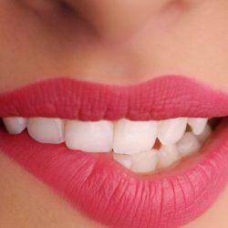 Apa Saja Bahaya dan Efek Samping Sulam Bibir