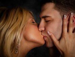 Cara Ciuman Bibir yang enak dan menggairahkan