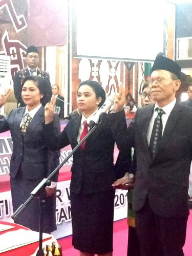 Ketua DPRD NTT lantik tiga Anggota PAW