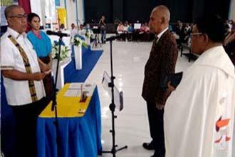 Rektor Universitas Flores Simon Sira Paji dilantik