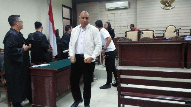 Marianus Sae Dituntut 10 Tahun Penjara