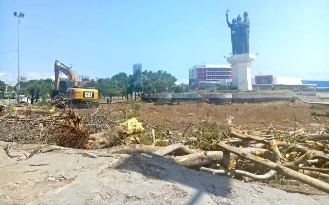 Bundaran Patung TIROSA di renovasi untuk perindah kota dengan Air Mancur
