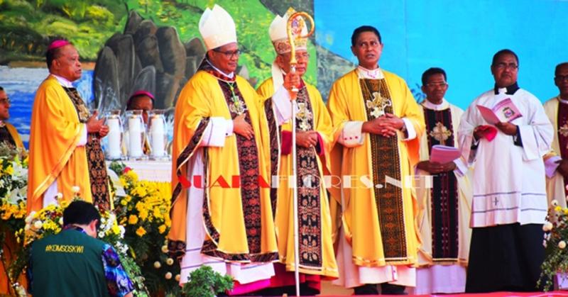 Meriahnya Penabisan Yang Mulia Uskup Maumere