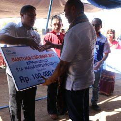 Bank NTT serahkan dana CSR Rp 200 Juta kepada dua Gereja