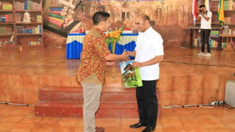 Gubernur Viktor Beri Kuliah Umum di Ledalero