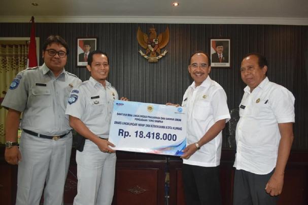 Jasa Raharja serahkan 20 Unit Tong Sampah Untuk Pemkot Kupang
