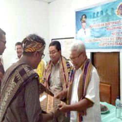 Wakil Walikota Kupang Serahkan 393 Sertifikat Kepada Masyarakat Manulai 2