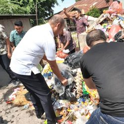 Gubernur NTT Pungut Sampah, Dimanakah Nurani Kita?