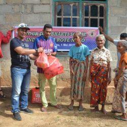 INDOBARCA Rote Ndao Bantu Masyarakat Oelolot Sembako dan 1000 Botol Kosong Air Mineral
