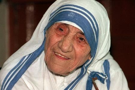 5 Pesan Bijak Bunda Teresa yang Membuat Hidupmu Makin Positif