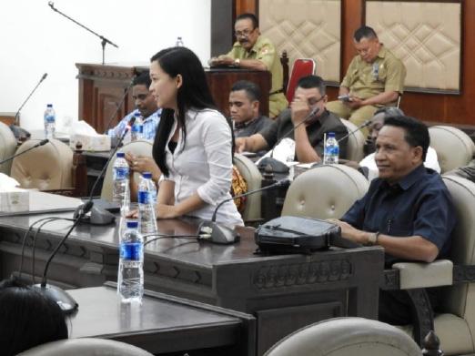 """Cerita """"Keluguan"""" Putri Waiblama Sikka pada Sidang Perdana"""