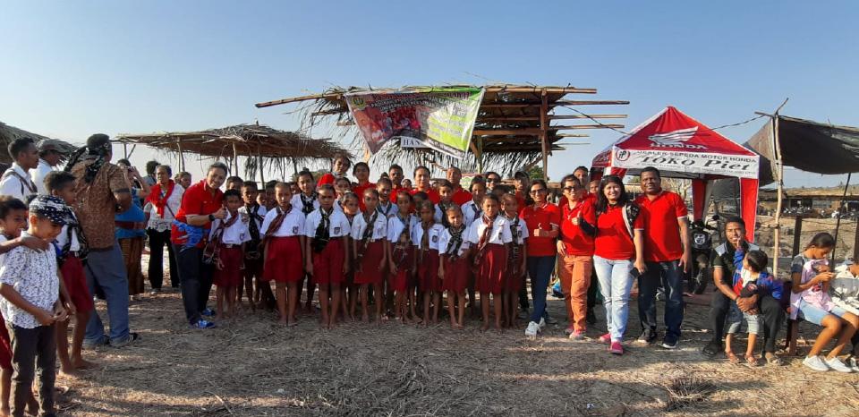 Meriahkan Festival Li Ngae Di Pulau Semau, UPG 1945 NTT Motivasi Siswa Penting Bahasa Inggris