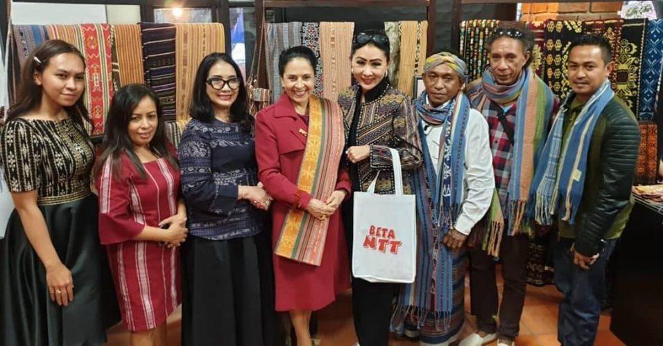 Ibu Negara Ekuador kunjungi perajin NTT di stan Indonesia