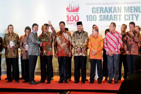 Walikota Kupang terima Award Smart City, dipuji Menteri Kominfo