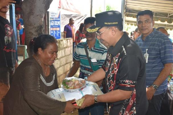 Wali Kota Jeriko Serahkan Bantuan Pangan Kepada 14.448 Kepala Keluarga