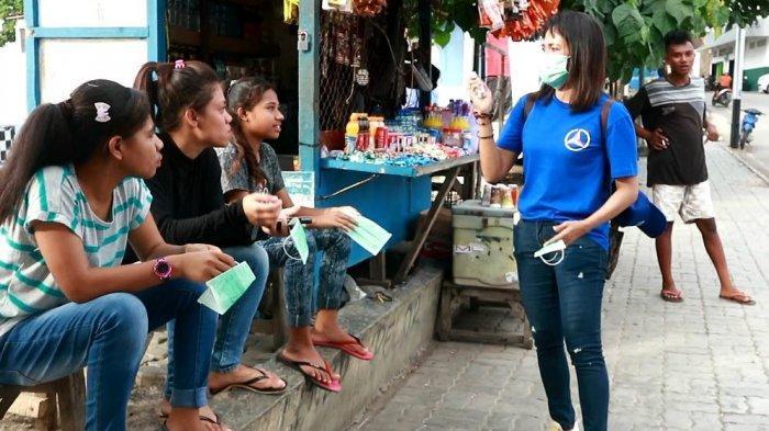 Aksi Nyata Demokrat NTT, Bagi-bagi Masker hingga Semprot Cairan Disinfektan