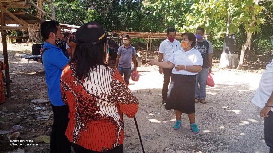 Bupati Rote Ndao dan Wabup Berbagi Kasih Kepada Lansia