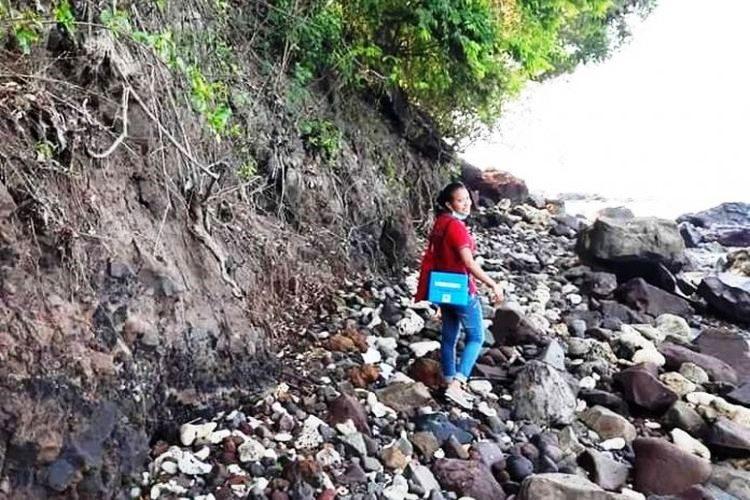 Kisah Perawat Charolin di Pulau Palue, Nikmatnya Mabuk Laut hingga Naik Turun Gunung