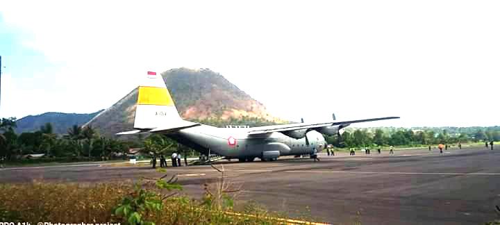 Hercules TNI Angkatan Udara Mendarat di Bandara Ende