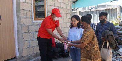Walikota Kupang Serahkan Kunci Rumah Untuk Ibu Casilda