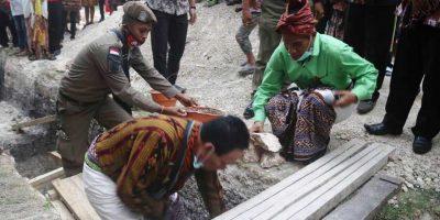 Bupati Kupang Meletakan Batu Pertama
