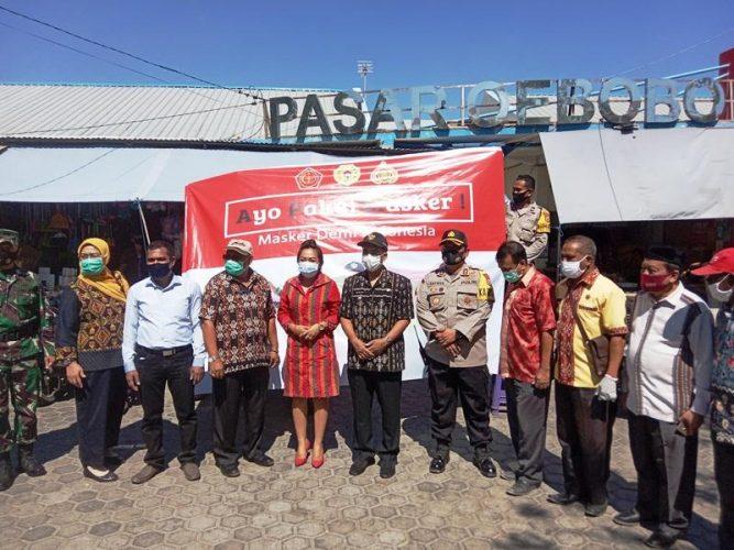Gelar operasi, Walikota bersama tim gabungan bagi masker untuk warga
