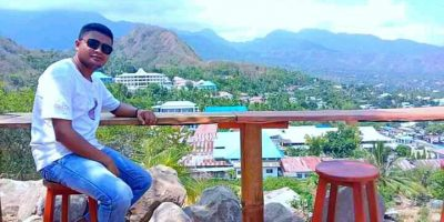 Kaki Lena Hills menawarkan lanskap Kota Ende
