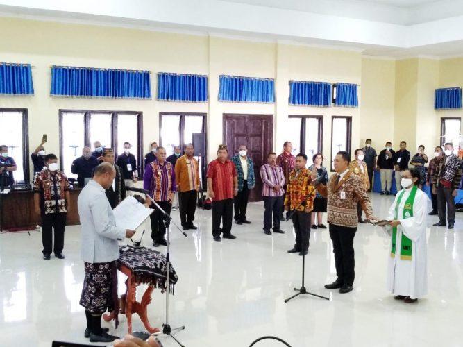 Alex Riwu Kaho Resmi Nahkodai Bank NTT