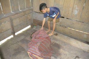 Kisah Bocah 12 Tahun di Manggarai Timur Jadi Tulang Punggung Keluarga dan Rawat Kedua Orangtua yang Lumpuh