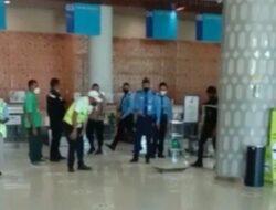 Viral Video Hewan Mirip Anak Komodo di Bandara Komodo, Polisi Beri Penjelasan