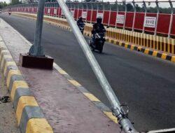 Lampu Jalan Rusak Akibat Bencana Seroja Di Kota Kupang