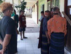 Kesal Guru Honorer Dipecat Gara-gara Ikut Seleksi PPPK, Warga Segel Sekolah di Sikka